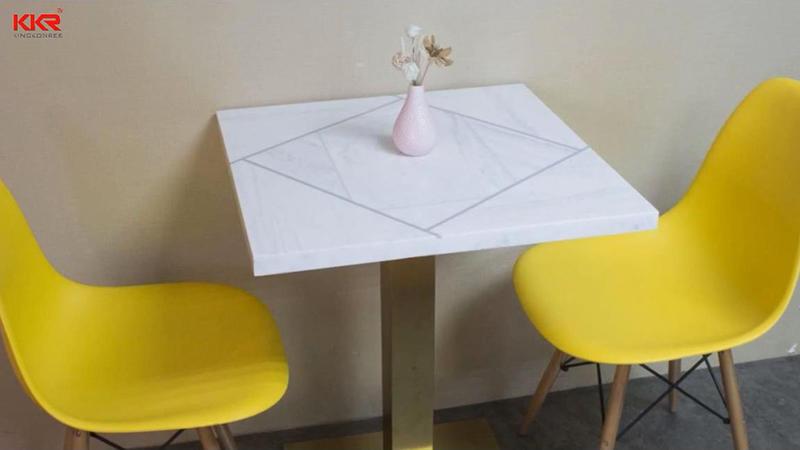 Se pueden personalizar varias mesas de superficie sólida según sus requisitos
