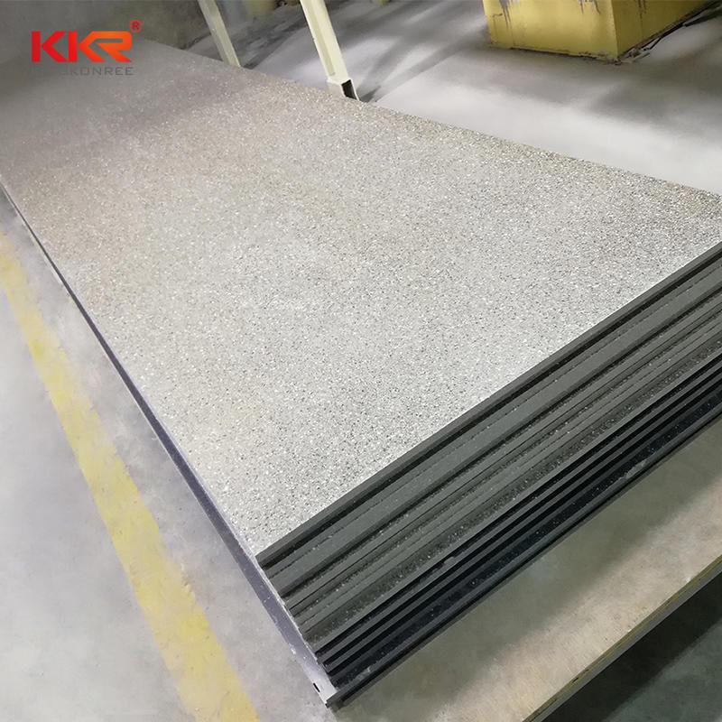 Color gris con chips grandes Hojas de superficie sólida acrílica modificada KKR-M1667