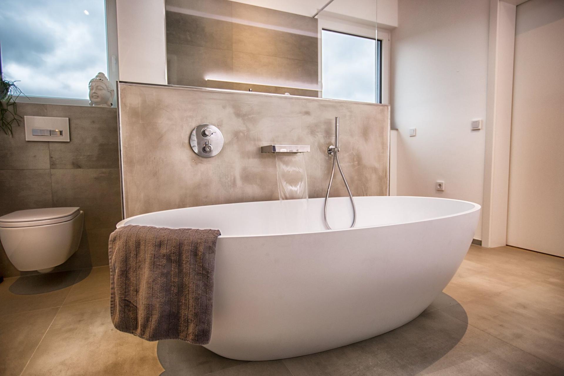 Mejora tu baño con productos sanitarios de superficie sólida KKR